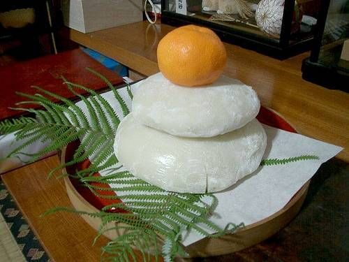 Kagamimochi traditionnel.jpg